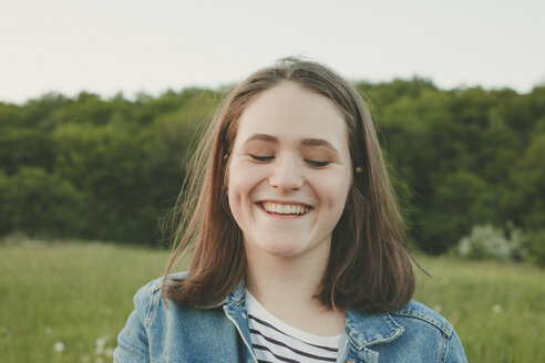 Portrait of laughing teenage girl in nature - ANHF00119