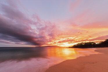Big Beach at sunset, Makena Beach State Park, Maui, Hawaii, USA - FOF10842