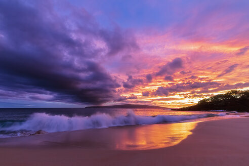 Big Beach at sunset, Makena Beach State Park, Maui, Hawaii, USA - FOF10848
