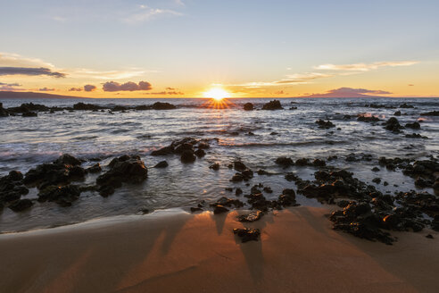 Keawakapu Beach at sunrise, Maui, Hawaii, USA - FOF10860
