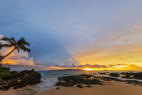 Secret Beach at sunset, Maui, Hawaii, USA - FOF10863