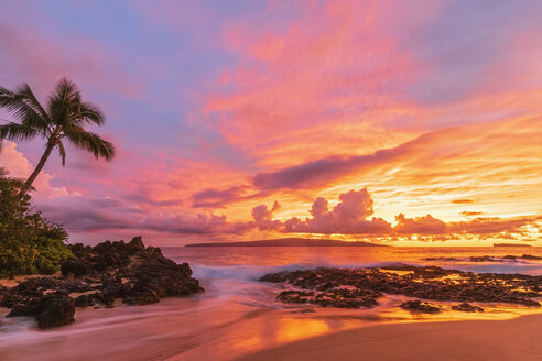 Secret Beach at sunset, Maui, Hawaii, USA - FOF10869