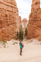 Woman carrying her daughter in a baby carrier at hoodoos in Bryce Canyon, Utah, USA - GEMF02984