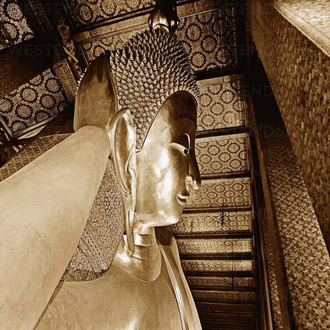 Reclining Buddha Statue – Stockphoto