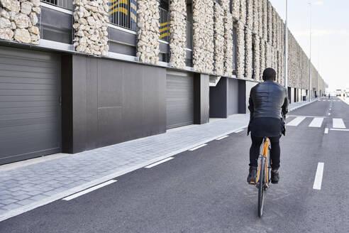 Man with bike in Barcelona - JND00065