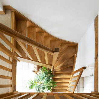 Overhead view of wooden staircase - MINF12008