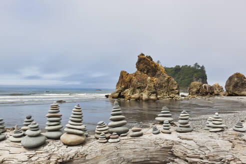Stacked stones on Ruby beach, Forks, Washington, United States - MINF12056