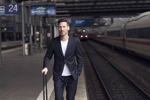 Mature man with trolley on station - PNEF01587