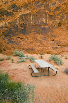Picnic table in Valley of Fire State Park, Nevada, United States - MINF12253