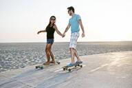 Couple skating on beach - BLEF06800
