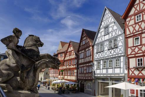 Fachwerkhäuser in Hauptstraße, Ochsenfurt, Mainfranken, Unterfranken, Franken, Bayern, Deutschland, - LBF02589