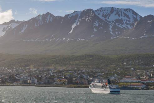 Cruise ship in Ushuaia, Tierra del Fuego, Argentina, South America - RUN02792