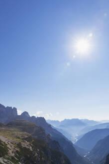 Italy, South Tyrol, Alto Adige, Sextner Dolomiten, Dolomites, Naturpark, Region Drei Zinnen (Parco Naturale Tre Cime di Lavaredo), view towards Auronzo di Cadore and Lago di Santa Caterina (Province Belluno), Unesco World Heritage - GWF06105