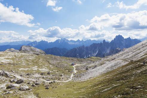 Hiking trail, hikers on trail, Tre Cime di Lavaredo Area, Nature Park Tre Cime, Unesco World Heritage Natural Site, Sexten Dolomites, Italy - GWF06123