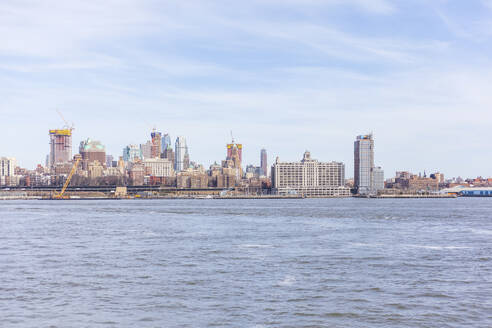 Skyline at the waterfront seen from Upper New York Bay, Manhattan, New York City, USA - MMAF01054