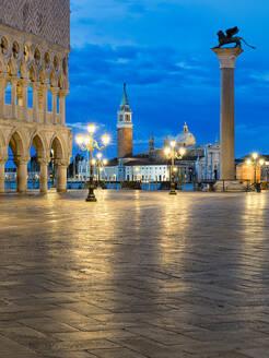 St Mark's Square with Doge's Palace and San Giorgio Maggiore in background, Venice, Veneto, Italy - HNF00807