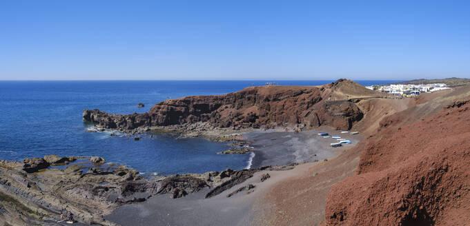 Strand mit Fischerbooten bei El Golfo, Lanzarote, Kanarische Inseln, Spanien - SIEF08715