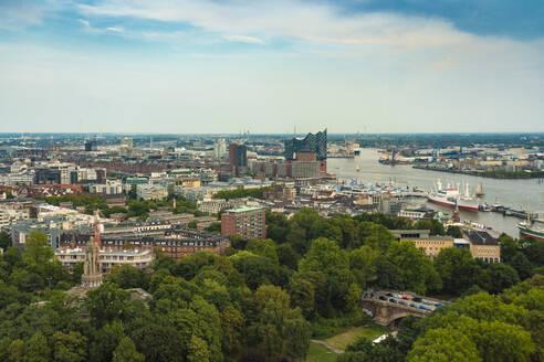 Cityscape with Elbphilharmonie, Hamburg, Germany - TAMF01630