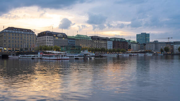 Cityscape with Binnenalster at sunset, Hamburg, Germany - TAMF01636