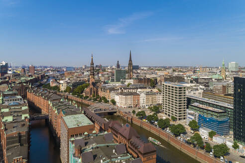 Cityscape with old town and new town, Hamburg, Germany - TAMF01642