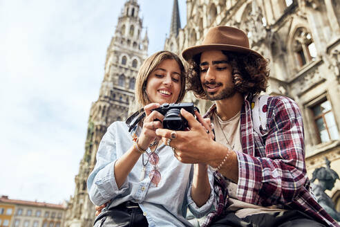 Young couple taking a photo - SUF00580
