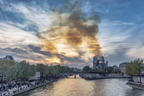 Notre-Dame de Paris fire, Paris, Ile-de-France, France - CUF51949