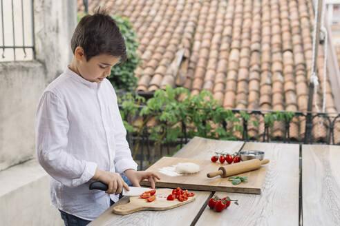 Boy prepairing pizza - ALBF00910