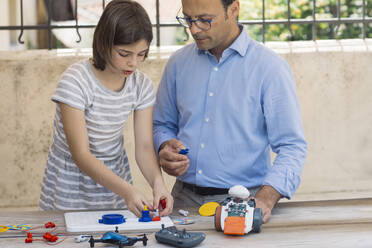 Father teaching his daughter electronics and robotics - ALBF00928
