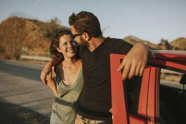 Happy couple on road trip, taking a break - DMGF00070