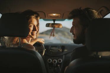 Happy mcouple going on a road trip - DMGF00073