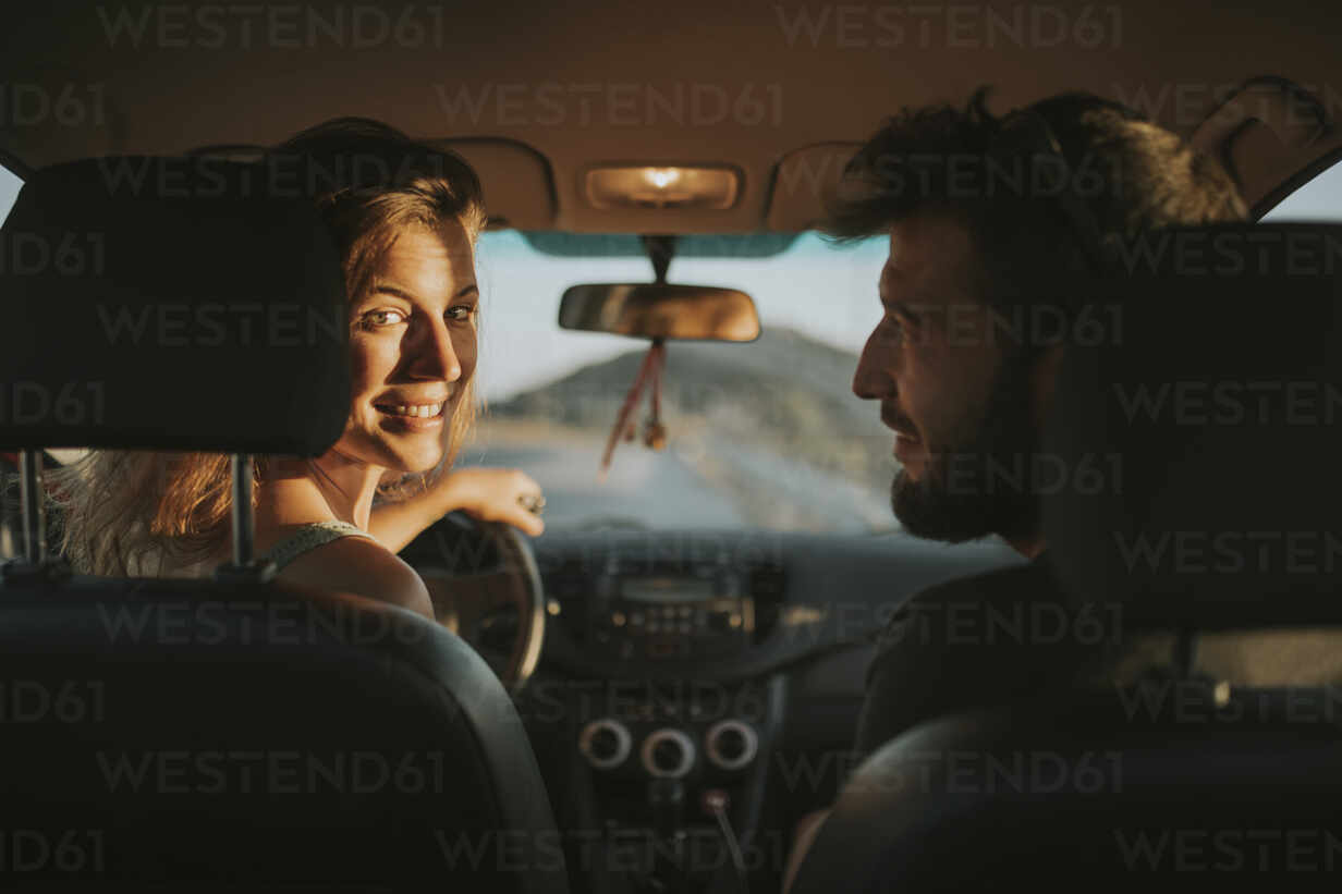 Happy mcouple going on a road trip - DMGF00073 - David Molina Grande/Westend61