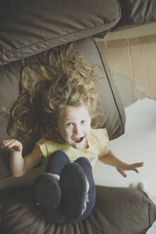 Portrait of little girl pulling funny faces - IHF00164