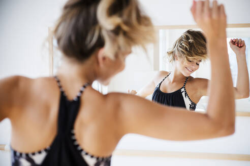 Mixed race dancer practicing in studio - BLEF08518