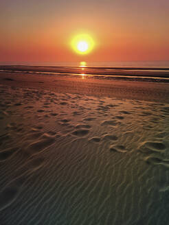 Belgium, Flanders, North Sea Coast, sunset at the beach - GWF06132