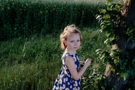 Portrait of  little girl in nature - OGF00015