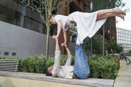 Young man lifting his girlfriend - FBAF00872