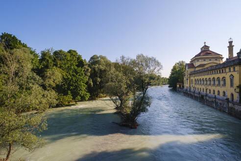 Isar und Müllersches Volksbad, Blick von Ludwigsbrücke, Haidhausen, München, Oberbayern, Bayern, Deutschland - SIEF08740
