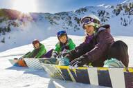 Teenagers snowboarding together - BLEF08933