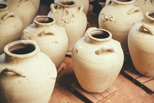 Ceramic pots drying in kiln - BLEF09020