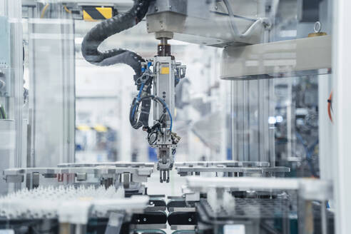 Arm of assembly robot functioning inside modern factory, Stuttgart, Germany - DIGF07183