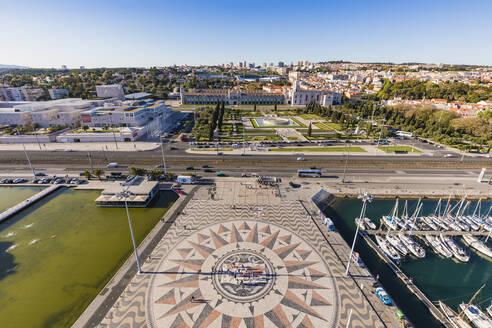 Portugal, Lissabon, Bel�m, Mosteiro dos Jer�nimos, Hieronymuskloster, Kloster, Mosaik vor Padrao dos Descobrimentos, Jachthafen - WDF05314