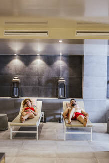 Man and woman relaxing in a spa - LJF00387