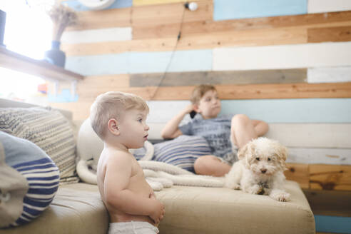 Little boy watching TV - EYAF00286