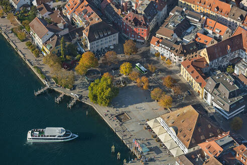 Germany, Baden-Wurttemberg, Uberlingen, Aerial view of Lake Constance and old town - SHF02213