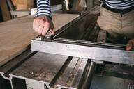 Carpenter adjusting saw - VPIF01322