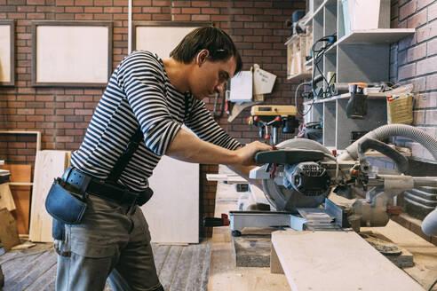 Carpenter at work on a saw - VPIF01331