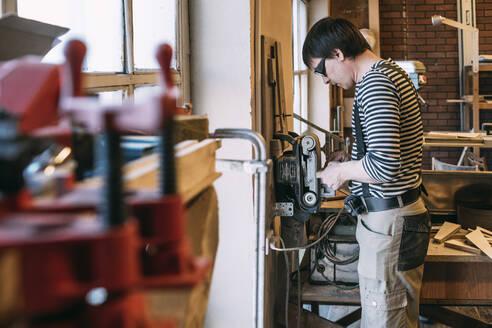 Carpenter at work - VPIF01358