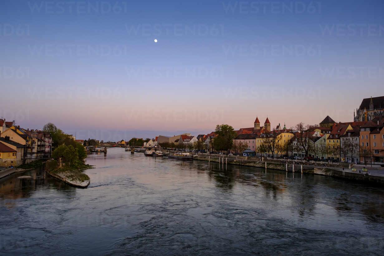 Germany, Bavaria,Regensburg, Danube River - LBF02622 - Lisa und Wilfried Bahnmüller/Westend61