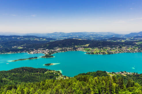 Scenic view of islands in Lake Worthersee from Pyramidenkogel tower against sky - THAF02528