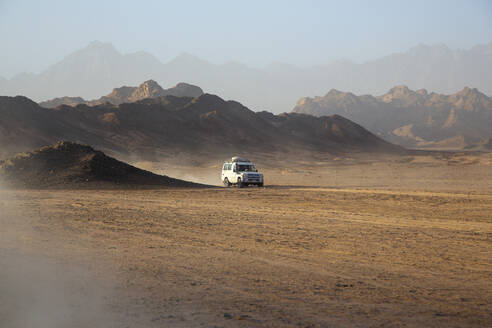 Jeep, Safari, dust, desert, mountains, wadi mandar, Sharm El Sheikh, Egypt - NGF00511